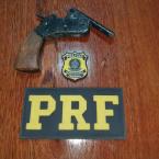 Polícia Rodoviária Federal apreende arma e prende motociclista após empreender fuga