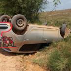 Condutor capota veículo  e acaba preso, por danificar viatura do Bombeiros e  investir contra Policiais
