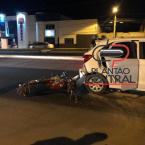 Motociclista  colide na traseira de veículo  e é socorrido em estado grave