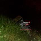 Caminhão leiteiro cai em rio após  ponte quebrar