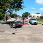 hauahuahauhauhauahhauhauahuahuahauhuCena cinamatográfica! condutora de motoneta vai parar em teto de veículo após colisão