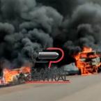 hauahuahauhauhauahhauhauahuahuahauhuVeja vídeo ! Após  passarem por uma nuvem de fumaça  na BR 429, cavalinho de carreta e veículo  colidem  e ficam destruídos  após pegarem fogo