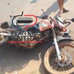 hauahuahauhauhauahhauhauahuahuahauhuMotociclista é socorrido com suspeita de fraturar a perna após invadir preferencial e colidir em veículo