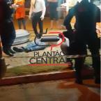 hauahuahauhauhauahhauhauahuahuahauhuHomem é executado a tiros na praça enquanto esperava lanche em  trailer