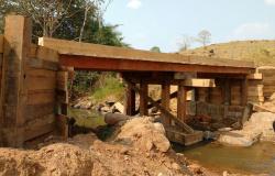 Prefeitura conclui ponte da linha 12