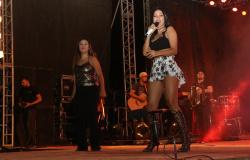 Simone e Simaria reúnem 20 mil pessoas na Arena da 38ªExpojipa confira.