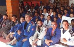 Projeto Semear da Igreja Presbiteriana realizou graduação de alunos de Jiu Jitsu no último Domingo.