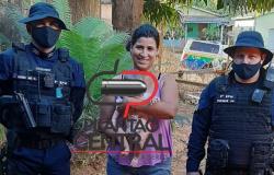 Ato de heroísmo ! Após salvarem uma bebê, Polícias retornam para visitar e mãe se emociona