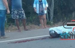 Motociclista  morre atropelado na BR por caminhonete, motorista ainda tentou fugir, confira