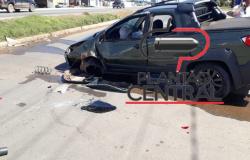 Condutor sai ileso após  forte colisão entre Pick up e Caminhonete