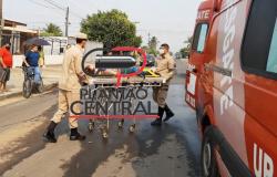 Condutora de motoneta é socorrida  até ao Hospital Municipal após colidir em cratéra na rua São Luiz