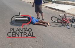 Motociclista atropela ciclista e foge do local deixando vítima  desacordada