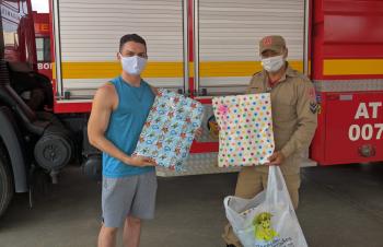 Corpo de Bombeiros recebe doações  de brinquedos para o dia das Crianças