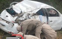 Mulher morre após  veículo  capotar na BR 364