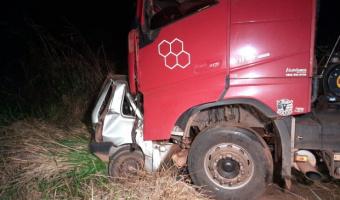 Adolescente de 14 anos morre  ao colidir com carreta após  pegar veículo  escondido dos Pais