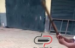 Vídeo! Suspoto ladrão é  gravado levando ripadas nas mãos