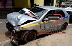 Motorista de veículo taxi sofre mal súbito e colide em outros veículos estacionados
