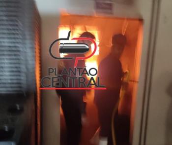 Urgente! Corpo de Bombeiros  evita que fogo se alastre em princípio de incêndio em frigorífico em Ji-Paraná