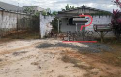 Idosa tem casa invadida por veículo  após  derrubar muro
