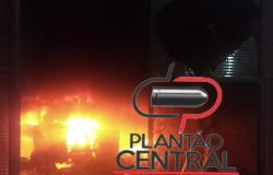 Loja de motopeças é totalmente consumida e destruída por incêndio, prejuízo chega a Cem Mil reais, diz proprietário