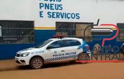 Policia Militar  prende foragido com carro roubado no momento que comprava pneus para colocolcar no veículo