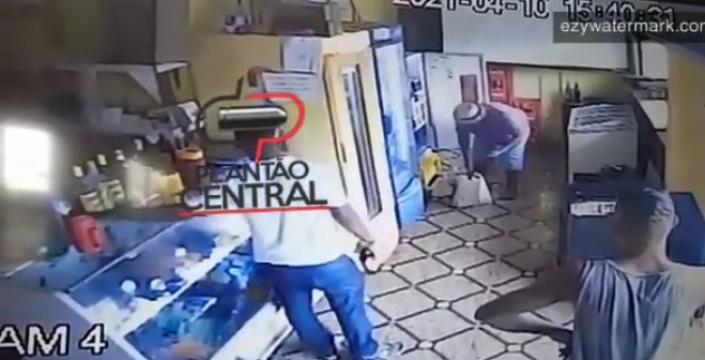 Vídeo! Ladrão  furta celular avaliado em Dois mil reais e troca em boca de fumo pelo valor de 50 reais