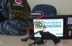 Força Tática  prende homem com revolver que seria vendido para membro de facção