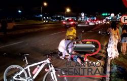 Motociclista é  socorrido ao Hospital Municipal, após  colidir em veículo  parado, testemunhas relataram que o mesmo fazia zig zag antes da colisão