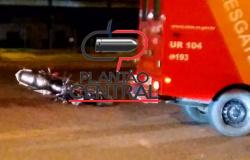 Motociclista que colidiu em veículo  parado morre logo após  receber os primeiros socorros no Hospital