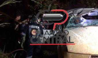 Duas mulheres ficam presas as ferragens em capotamento de caminhonete