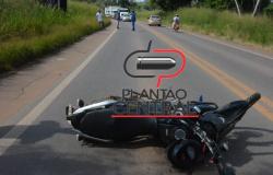 Motociclista é socorrido até ao Hospital após colidir em traseira de caminhonete na BR 364