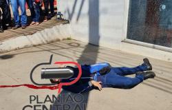 Apenado é morto a tiros ao tentar assaltar Sargente em frente a agência bancária