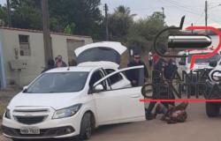 Dupla sai em fuga alucinante e após  fazer menção  de atirar  contra Policiais e contido com munição  anti motin