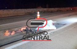 Andarilho morre atropelado por carreta na BR 364