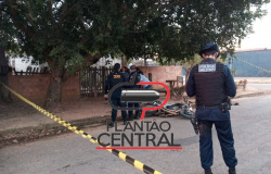 Mulher é  morta a tiros e homem é  baleado por dupla em motocicleta em Ji-Paraná.