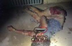 Monstro! Homem espanca própria  esposa a marretadas e tenta enterrar no quintal na frente dos filhos, imagens fortes