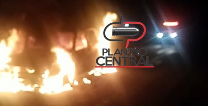 Vídeo! Homem compra carro no Mato Grosso e ao retornar para Rondônia carro pega fogo na zona rural após falta de combustível