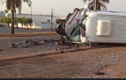 Veja vídeo, paciente e enfermeira morrem após motorista da ambulância ter cochilado e colidir em traseira de carreta na BR
