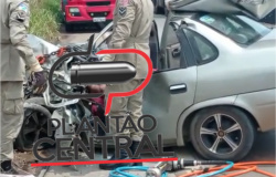 Vídeo! Homem morre preso às ferragens às após colisão com caminhão baú, colisão foi tão violenta que eixo do caminhão foi arrancado