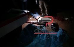 Homem é assassinado a facadas  após balear o assassino