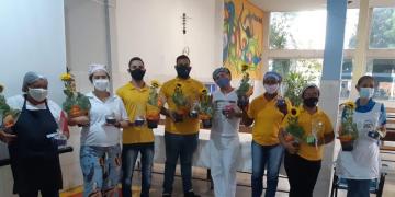 Grupo Girassol da Alegria fez carreata e entregou doações em entidades de Cuiabá