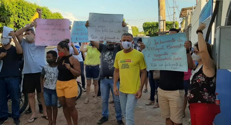 RESISTENCIA POPULAR - 𝗖𝗼𝗺𝘂𝗻𝗶𝗱𝗮𝗱𝗲 𝗲𝘀𝗰𝗼𝗹𝗮𝗿 PROTESTA 𝗰𝗼𝗻𝘁𝗿𝗮 fechamento de
