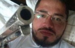 Padre publica foto com arma e causa polêmica em MT