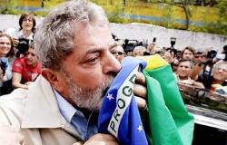 Lula tem mais de 50% e bate todos os possíveis candidatosno primeiro turno
