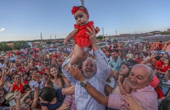 """Eu quero de novo um país onde as mães possam oferecer 3 refeições por dia a seus filhos, com educação e oportunidades"""", disse Lula (Fotos:Ricardo Stuckert)"""