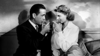 O casal de protagonistas formado por Humphrey Bogart e Ingrid Bergman em cena clássica do filme (Foto: Divulgação/Arquivo Web)
