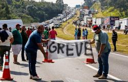 Caminhoneiros autônomos mantém rodovias fechadas e Temer ameaça com Exército