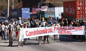 A greve dos caminhoneiros completa uma semana nesta segunda-feira enquanto seus efeitos se espalham por todas as demais atividades produtivas no país (Foto:Arq.Web)