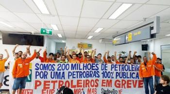 Os petroleiros cruzarão os braços contra a política de reajuste diário do preço dos combustíveis, imposta pelo presidente da empresa, Pedro Parente