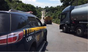 PRF escolta caminhões em Mato Grosso: previsão é de que o abastecimento em postos de combustíveis e supermercados seja normalizado na próxima semana